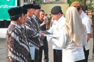 Pemberian Penghargaan dan piagam